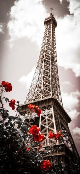 башня и красными цветами