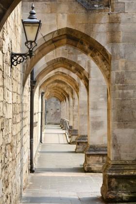 арка с лампой