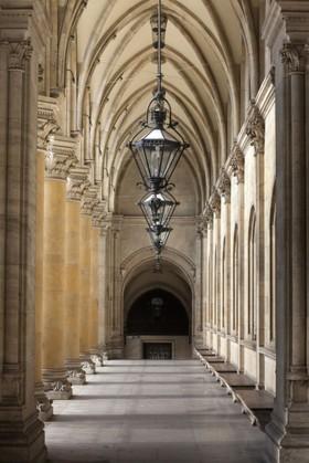 арка с лампами