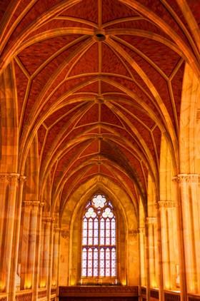 арка в церкви