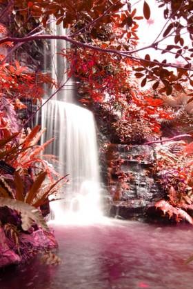 водопад в красных тонах