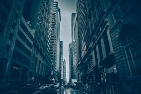 город в темных тонах