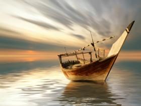 лодка в море